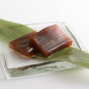 【五穀屋】水菓子「はちす餅」好評販売中