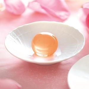 【五穀屋】<br>優美な薔薇の香りを閉じ込めた錦玉羹<br>五季 「ばら和紅茶」期間限定発売!