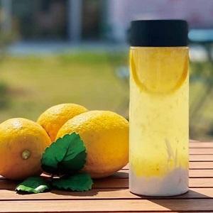 【THE COURTYARD KITCHEN】<br>ニコエで実ったレモンを使用した<br>爽やかレモネード