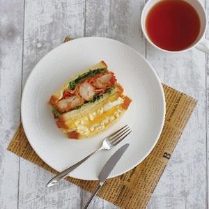 【春華堂】<br>自家製生クリーム食パンサンドシリーズ<br>コートヤード名物からあげ&たまごサンド